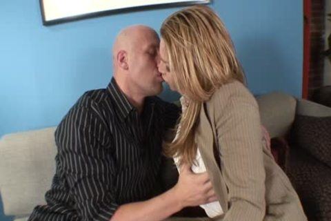Lizey Chris Has superlatively worthy Sex On The bed
